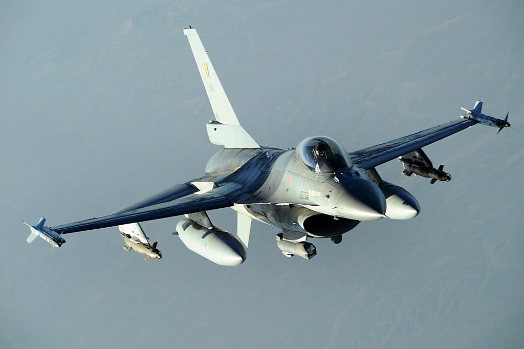 Belgian_military_F-16_Fighting_Falcon_conducts_a_combat_patrol_over_Afghanistan